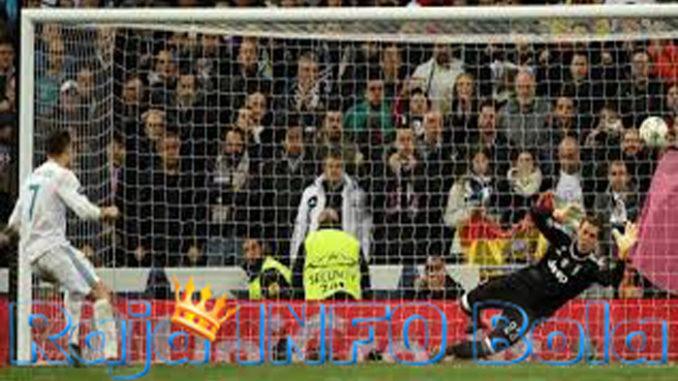 Gianluigi Buffon kiper Juventus Resmi